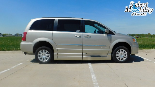 2015 Chrysler Town and Country BraunAbility Chrysler Entervan Xi Infloor Wheelchair Van For Sale