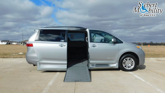 2016 Toyota Sienna BraunAbility Rampvan Xi Wheelchair Van For Sale