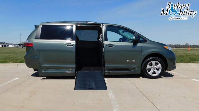 2018 Toyota Sienna BraunAbility Rampvan XT Wheelchair Van For Sale
